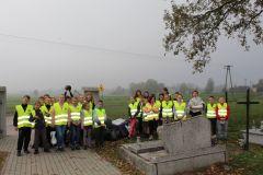 Szkoła Pamięta - akcja sprzątania cmentarza